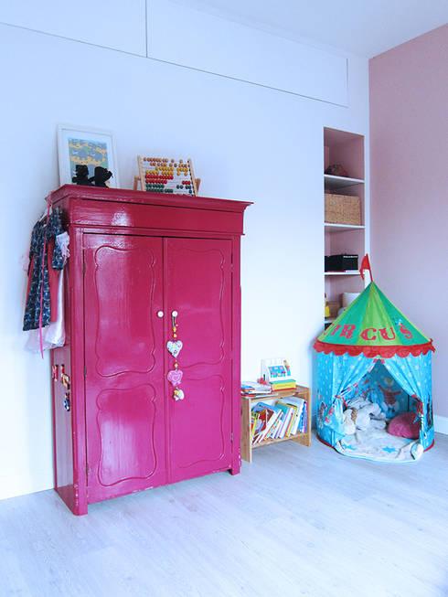 Kinderkamer: moderne Slaapkamer door Puurbouwen