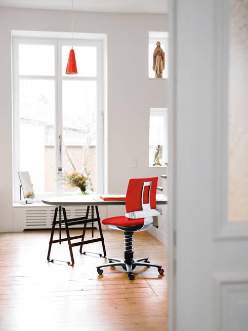 aeris GmbHが手掛けた勉強部屋/オフィス