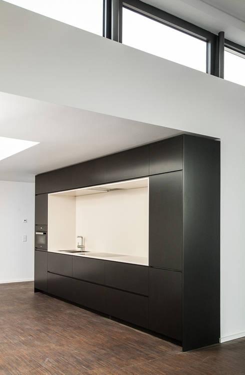 Küche SchwarzWeiß 01:  Küche von Tischler Benjamin Scherz