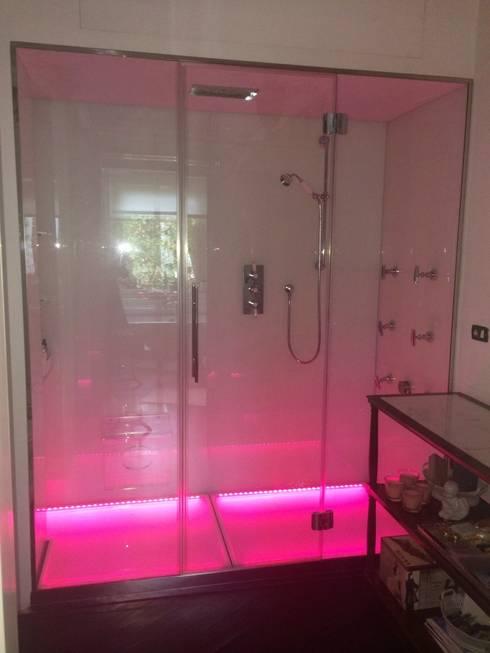 Doccia Cromoterapia KARINA : Bagno in stile  di SILVERPLAT