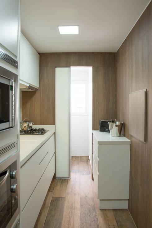 Kitchen by Bibiana Menegaz - Arquitetura de Atmosfera