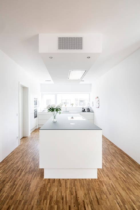Corneille Uedingslohmann Architekten:  tarz Mutfak