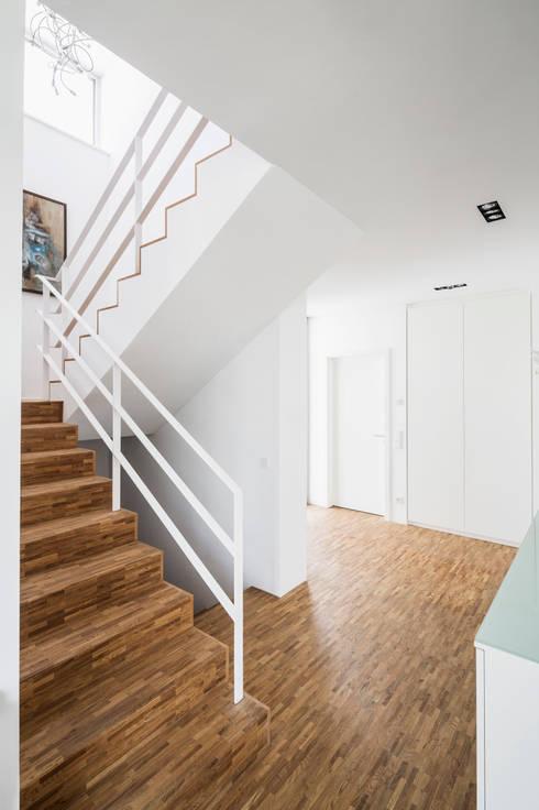Corneille Uedingslohmann Architekten:  tarz Koridor ve Hol