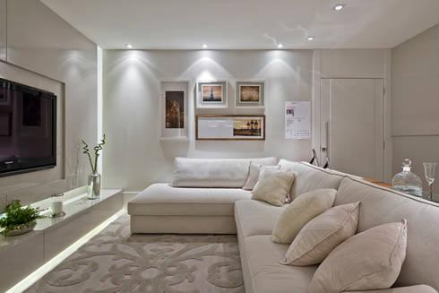 Casa Cor PR 2013 : Salas de estar modernas por Rolim de Moura Arquitetura e Interiores
