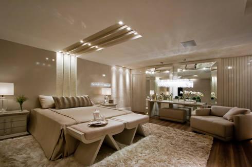 Suíte Casal - Casa Cor PR 2010: Quartos  por Rolim de Moura Arquitetura e Interiores