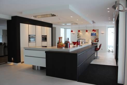 Afbeeldingen Design Keukens : Moderne strakke kookeilanden door tinnemans keukens homify