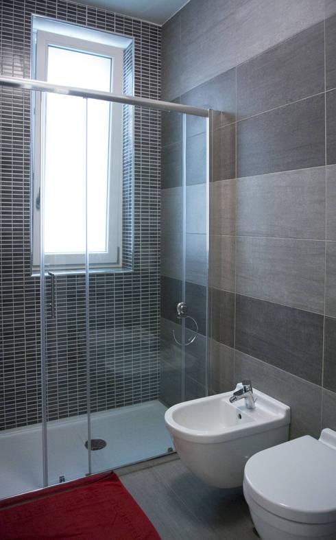 Baños de estilo  por Studio di architettura Miletta