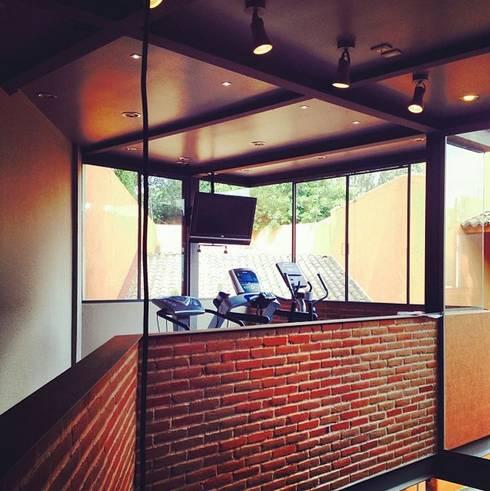Projekty,  Siłownia zaprojektowane przez Quinto Distrito Arquitectura
