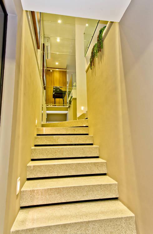 Escada: Depois da Reforma:   por Espaço do Traço arquitetura