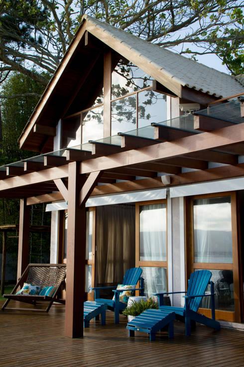 Casa de praia: Casas  por Espaço do Traço arquitetura
