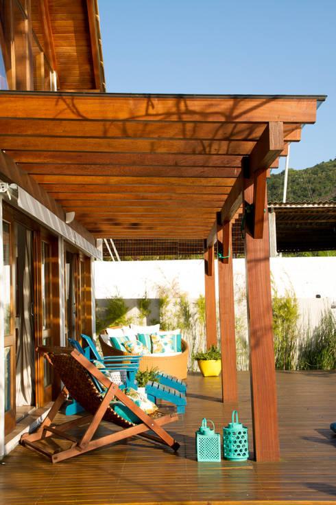 Casa de praia: Terraços  por Espaço do Traço arquitetura