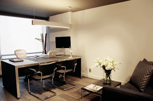 Privado de Dirección: Oficinas y tiendas de estilo  por Quinto Distrito Arquitectura