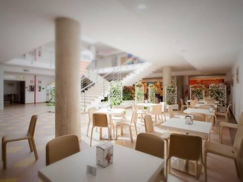 CENTRO COMMERCIALE LA PIAZZA DI ERMES: Centri commerciali in stile  di Nau Architetti