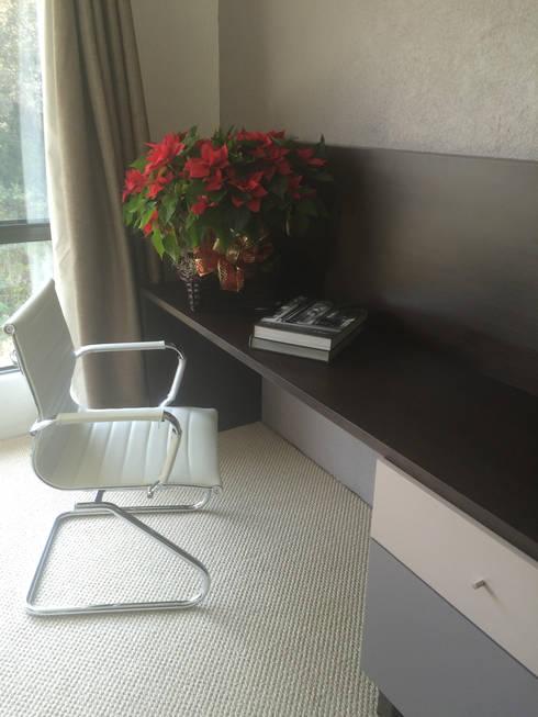 Recámara principal, detalle de mueble: Recámaras de estilo moderno por Quinto Distrito Arquitectura