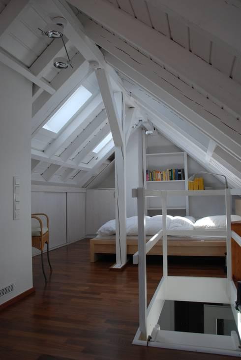 Phòng ngủ by SIMONE JÜSCHKE INNEN|ARCHITEKTUR