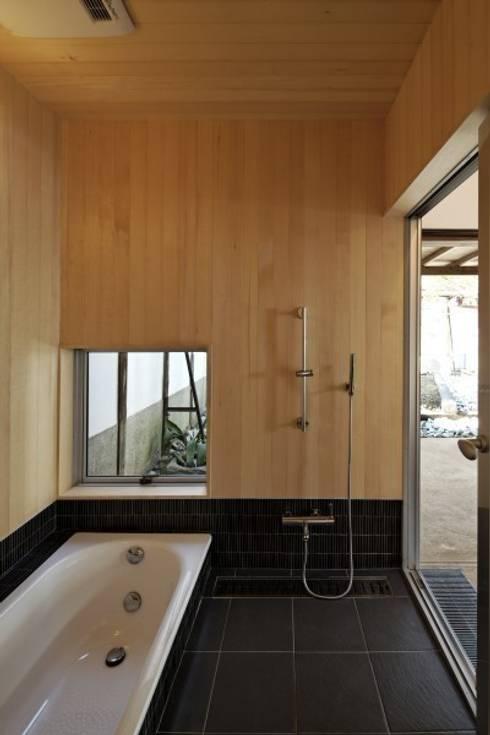 離れにある浴室: NEO GEOが手掛けた洗面所&風呂&トイレです。