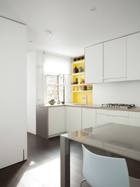 APARTMENT IN AMBERGATE STREET, Kennington, London, 2012: minimalistic Kitchen by Francesco Pierazzi Architects