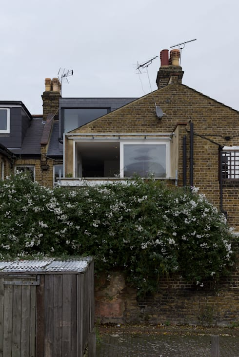 APARTMENT IN AMBERGATE STREET, Kennington, London, 2012: modern Houses by Francesco Pierazzi Architects