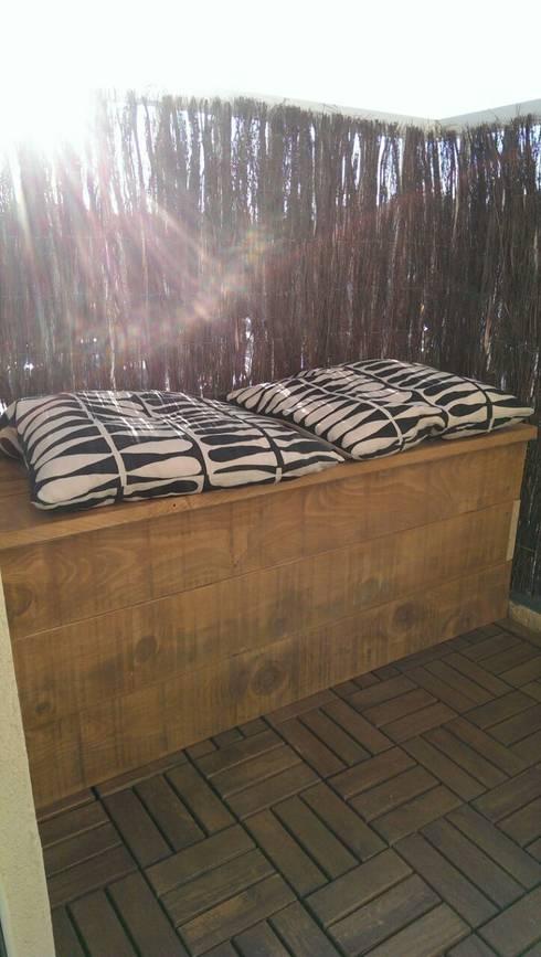 Banc / coffre: Terrasse de style  par In&Out Garden