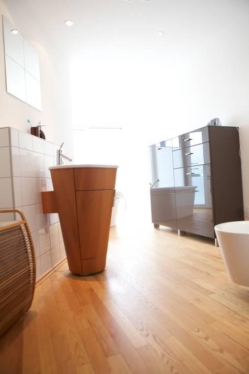 Casa de banho  por daha//homestaing redesign fotostyling