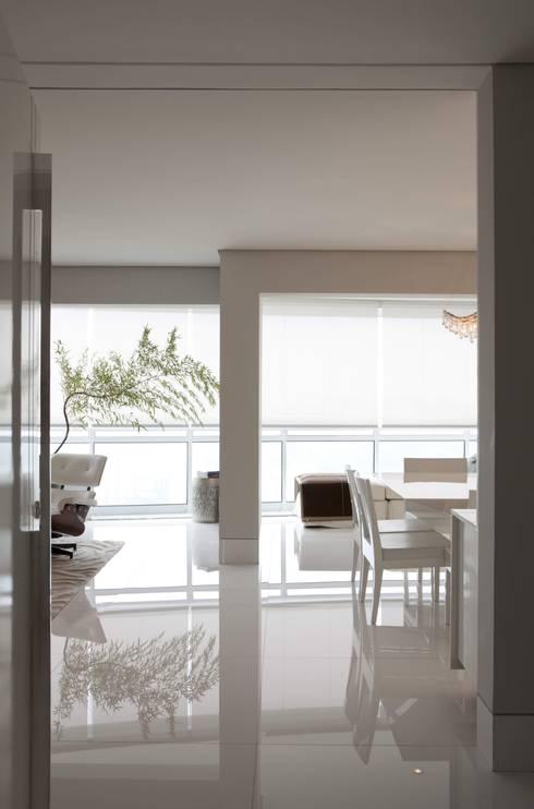 Top House SP: Salas de jantar modernas por Cristina Menezes Arquitetura