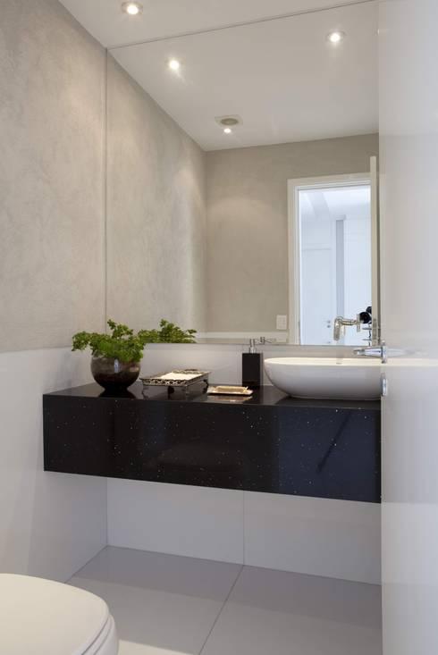 Top House SP: Banheiros modernos por Cristina Menezes Arquitetura