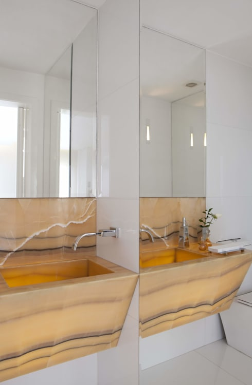 Bathroom by Cristina Menezes Arquitetura