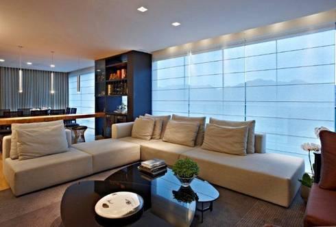 Top House VH: Adegas modernas por Cristina Menezes Arquitetura