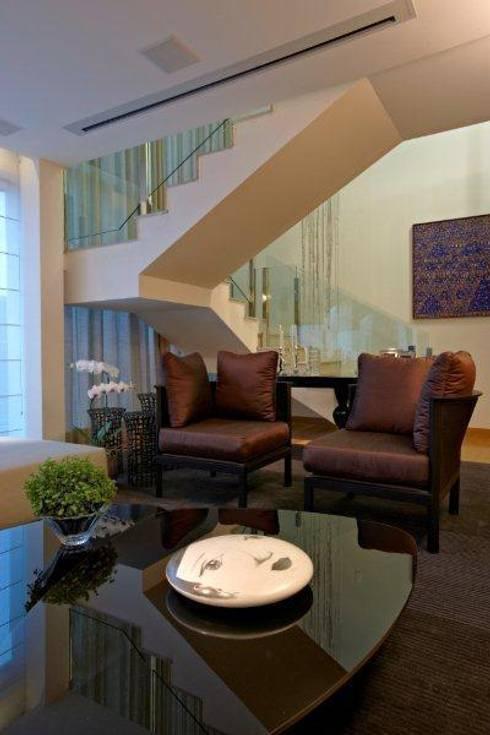 Top House VH: Salas de estar modernas por Cristina Menezes Arquitetura