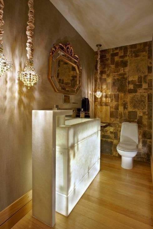 Top House VH: Banheiros clássicos por Cristina Menezes Arquitetura