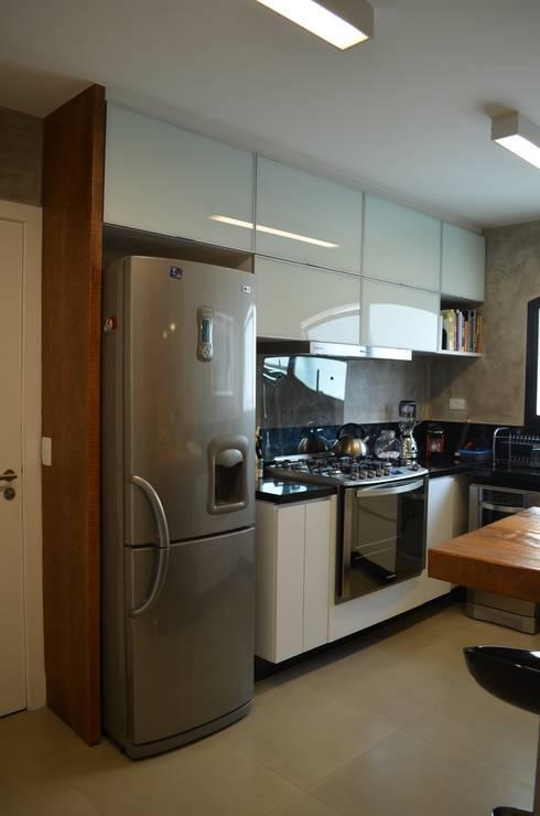 Cozinha: Cozinhas  por Compondo Arquitetura