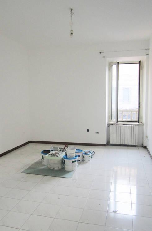 Prima e dopo, un intervento di Home staging a Roma:  in stile  di Claudia Bergamini Architetto