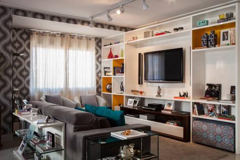 Cobertura Perdizes: Salas de estar ecléticas por Biarari e Rodrigues Arquitetura e Interiores