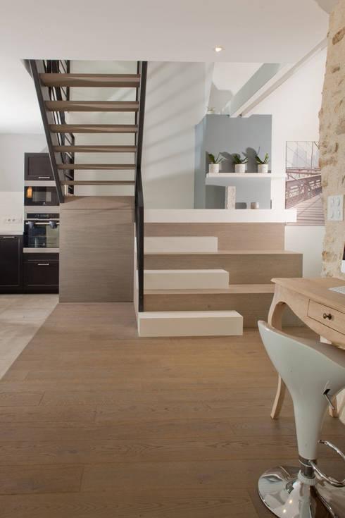 Longère: Couloir, entrée, escaliers de style de style Classique par LUCAS Maitrise d'Oeuvre