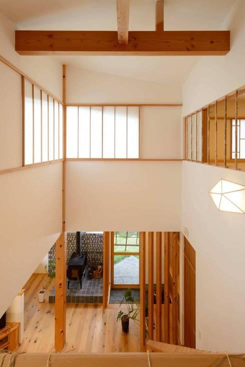 Projekty,  Salon zaprojektowane przez 建築アトリエTSUTSUMI