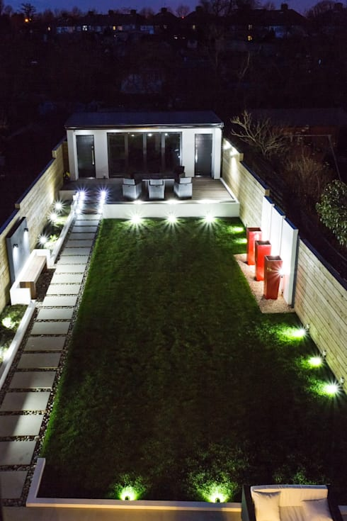 Lights in the Garden:  Garden  by GK Architects Ltd