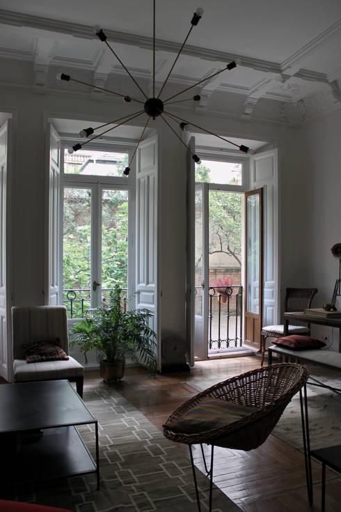 Zona de estar : Salones de estilo ecléctico de CYL estudio