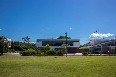CASA HAYASHI: Casas modernas por Thiago Borges Mendes Arquitetura