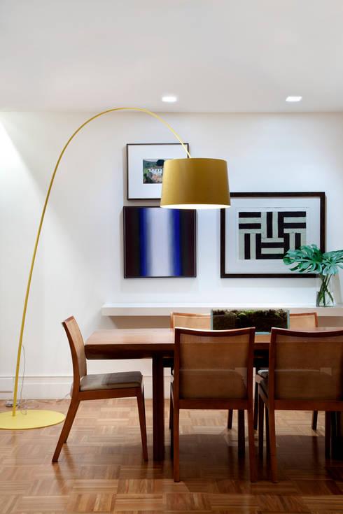 Sala de Jantar: Salas de jantar ecléticas por Angela Medrado Arquitetura + Design