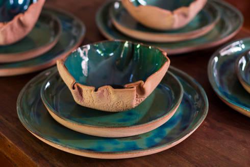 Jogo de jantar.: Cozinha  por Ateliê de Cerâmica - Flavia Soares