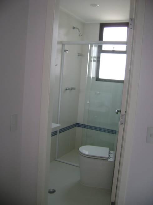 banho suite da cobertura após a reforma:   por Flávia Brandão - arquitetura, interiores e obras