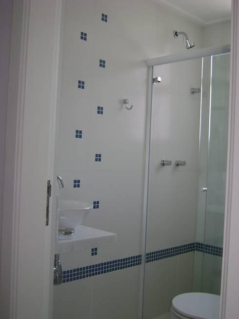 banho suite  da cobertura apos reforma:   por Flávia Brandão - arquitetura, interiores e obras