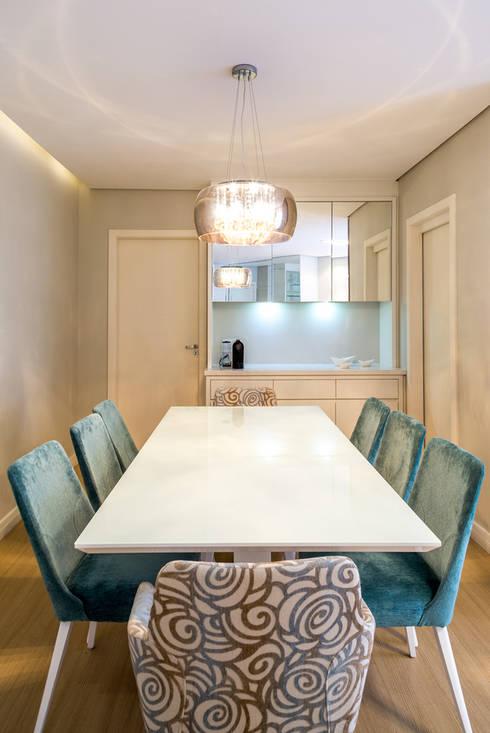 APARTAMENTO MF: Salas de jantar modernas por ESTUDIO ARK IT