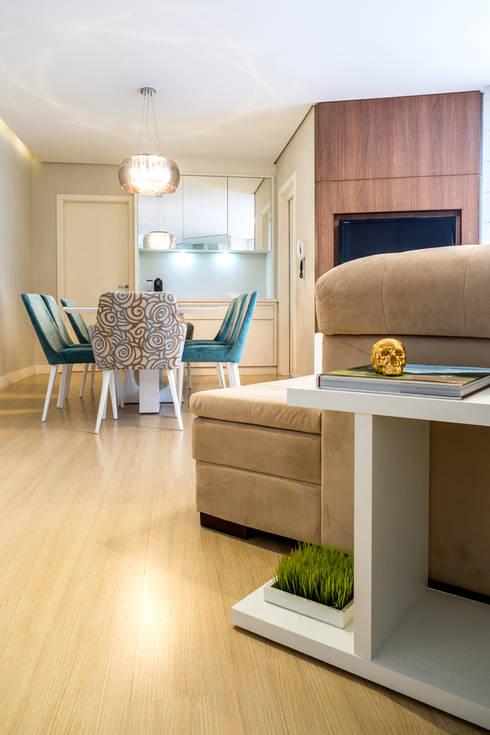 APARTAMENTO MF: Salas de estar modernas por ESTUDIO ARK IT