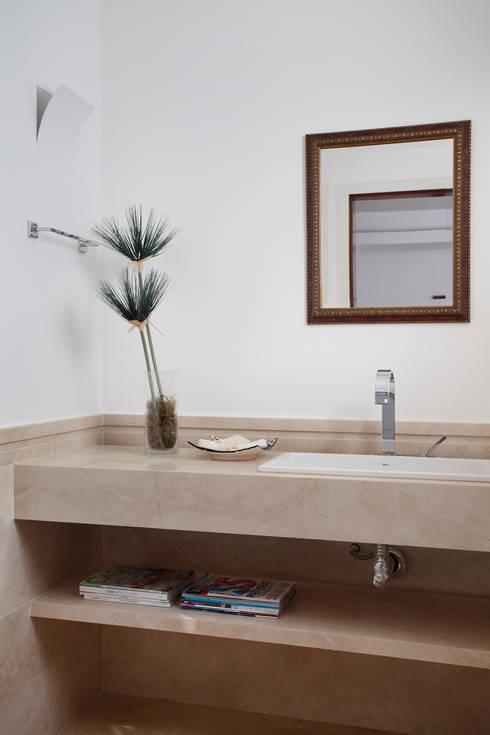Baños de estilo  por Ricardo Melo e Rodrigo Passos Arquitetura
