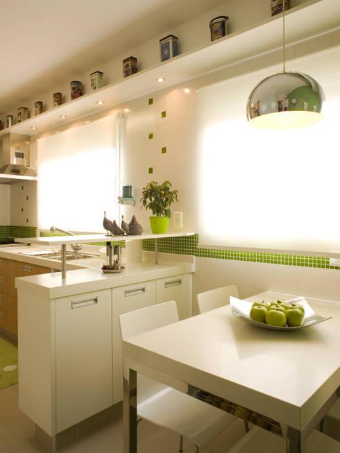 Copa : Cozinhas modernas por Flávia Brandão - arquitetura, interiores e obras