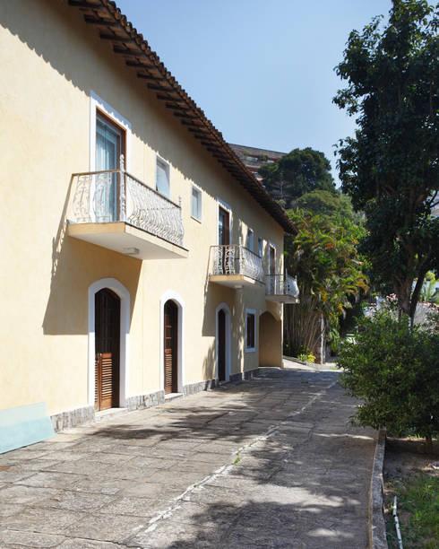 Casas de estilo colonial por Ricardo Melo e Rodrigo Passos Arquitetura
