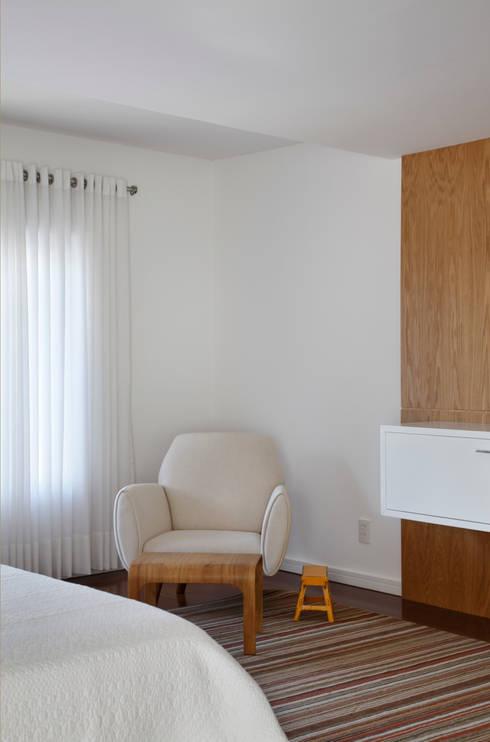 Recámaras de estilo moderno por Ricardo Melo e Rodrigo Passos Arquitetura