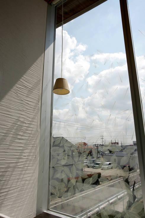 寝室の葉脈ガラスの窓 : Egawa Architectural Studioが手掛けた窓です。