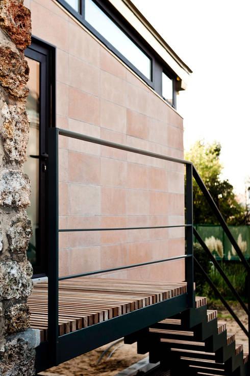 Escalier sur mesure: Maisons de style  par Ket-Chup